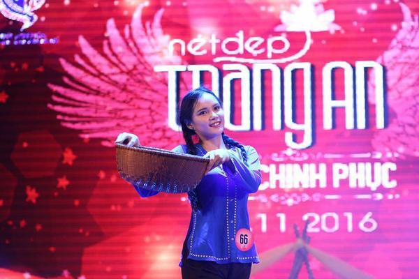 Phương Linh tham gia nhiều hoạt động ngoại khóa, từng là Chủ nhiệm CLB Âm nhạc của THPT Việt Đức.