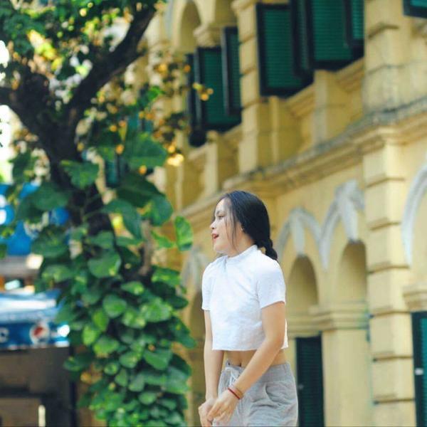 Trong quá trình học tập, Linh nhiều lần thể hiện tài năng nhảy, múa siêu đỉnh của mình trong các hoạt động ngoại khóa.