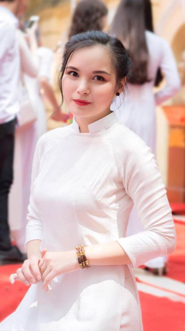 Phương Linh từng là một trong những nữ sinh ưu tú của THPT Việt Đức