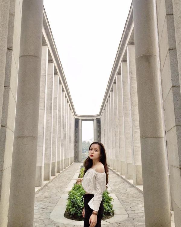 Là một bạn trẻ năng động, ưa khám phá, Phương Linh có sở thích vi vu du lịch khắp thế giới.