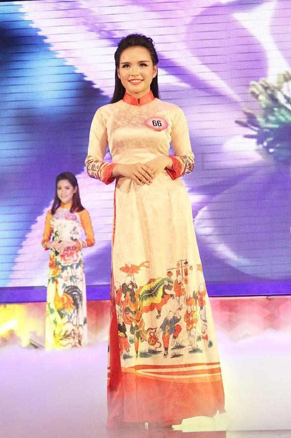 Cựu nữ sinh THPT Việt Đức tự tin khoe sắc trong trang phục áo dài khi tham dự cuộc thi Nét đẹp Tràng An 2016