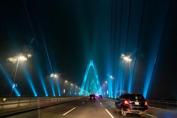 Phần lớn mọi người để lại bình luận rằng cây cầu rất đẹp và họ hy vọng hội nghị thượng đỉnh Mỹ - Triều lần hai tại Việt Nam sẽ đạt kết quả tốt.