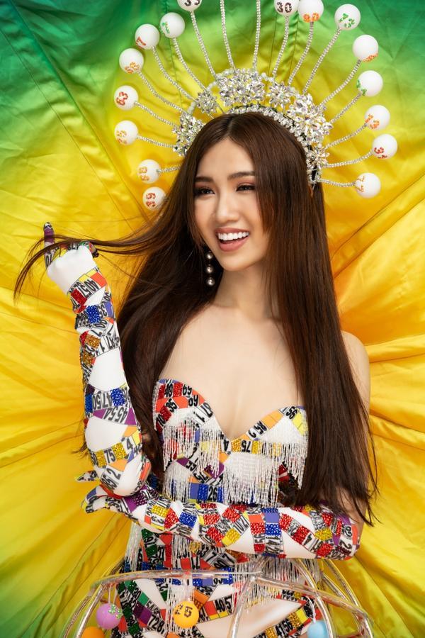 Hé lộ chính thức trang phục Gánh ngàn hoa của Đỗ Nhật Hà