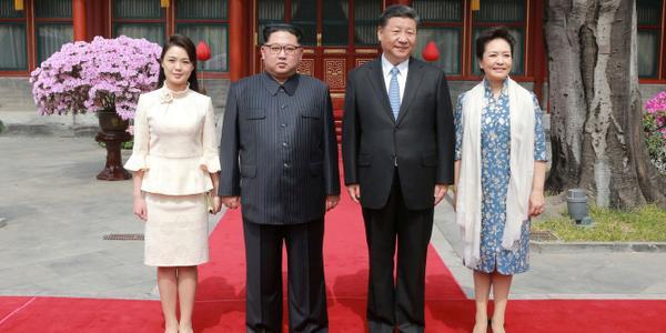Tại Triều Tiên, rất ít ai biết về cuộc đời của bà Ri Sol-ju, thậm chí là việc bà chính thức trở thành Đệ nhất phu nhân Triều Tiên từ khi nào cũng không được tiết lộ. Bà Ri Sol-ju lần đầu tiên được nhìn thấy sánh vai cùng ông Kim Jong-un năm 2011, khi tới dự đám tang của cố lãnh đạo Triều Tiên Kim Jong-il. Sự xuất hiện bất ngờ của bà Ri nhanh chóng thu hút sự chú ý từ truyền thông quốc tế.
