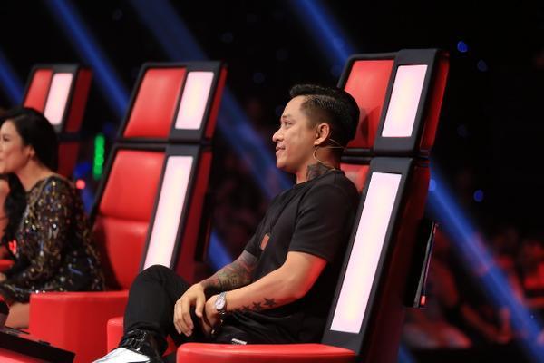 Chủ nhân ghế nóng The Voice  Giọng hát Việt: Gừng càng già càng cay hay tuổi trẻ tài cao mới là hot trend?