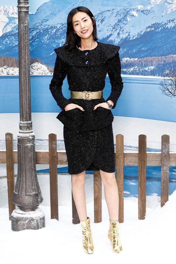 Siêu mẫu Châu Á Liu Wen thường xuyên góp mặt trong show Chanel hàng năm với tư cách là người mẫu lẫn khách mời VIP