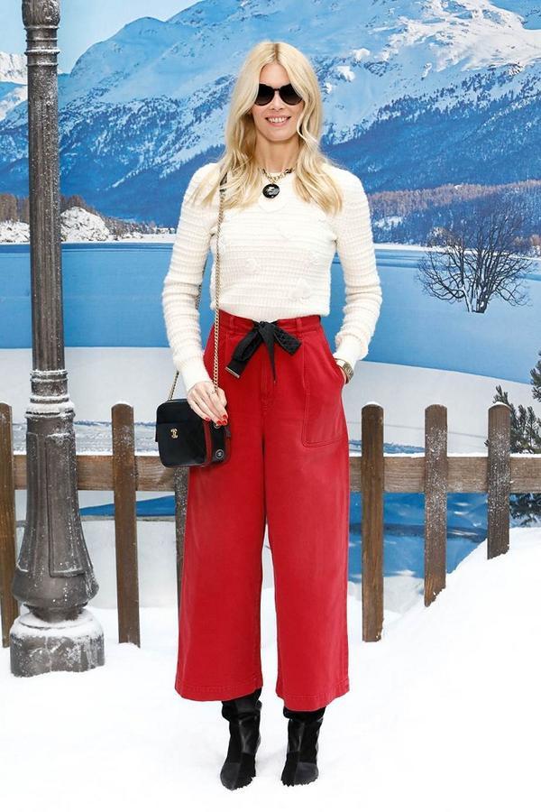 Cựu siêu mẫu một thời Claudia Schiffer. Với biệt danh là Huyền thoại tóc vàng của giới thời trang thế giới thập niên 1990, cô gọi Lagerfeld là thầy sau nhiều năm làm việc.