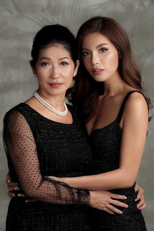 Minh Tú dịu dàng, e ấp trong bộ ảnh mẫu tử ý nghĩa ngày 8/3: Con dù lớn vẫn là con của mẹ