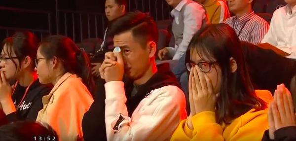 Thua suýt soát, nam sinh xứ Nghệ không còn cơ hôi bước vào chung kết Đường lên đỉnh Olympia 2019.