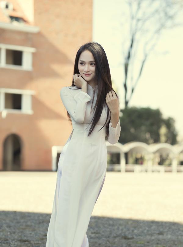 Xuyến xao tạo hình áo dài trắng tinh khôi của Hương Giang: Trọn bộ ảnh từ MV #EDTACNA có tại đây!