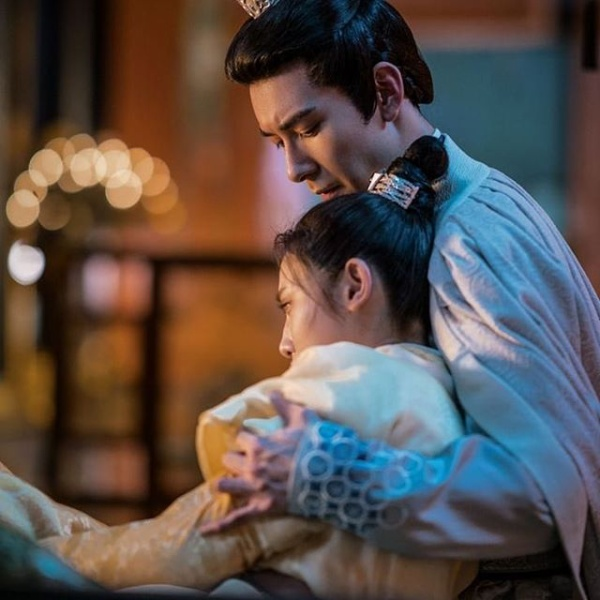 Đông cung tiếp tục gây sốt trên Weibo vì cảnh Lý Thừa Ngân bị Tiểu Phong tát cho đơ người