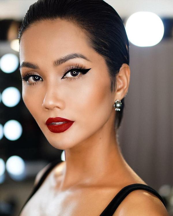 H'Hen Niê xinh đẹp với nhiều layer makeup khác nhau.