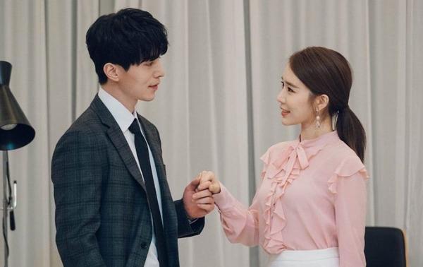 Những lý do Lee Dong-wook và Yoo In-na trở thành cặp đôi mà ai cũng đều mong ước trong Chạm vào tim em