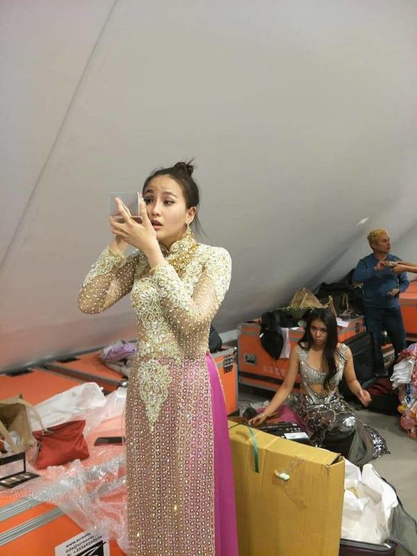 Khánh Ngân cũng từng gây bất ngờ khi tự trang điểm suốt hành trình thi Miss Globe.