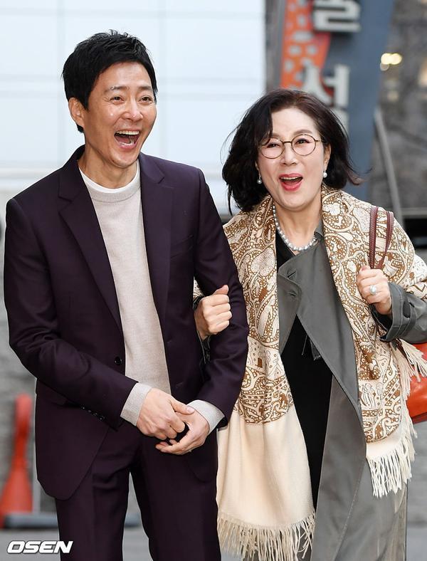 Ông đóng vai bố của nữ chính Kim Doran (UEE).