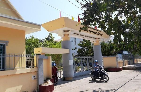 TrườngTHPT Nguyễn Huệ (Bình Thuận) - nơi xảy ra vụ việc.