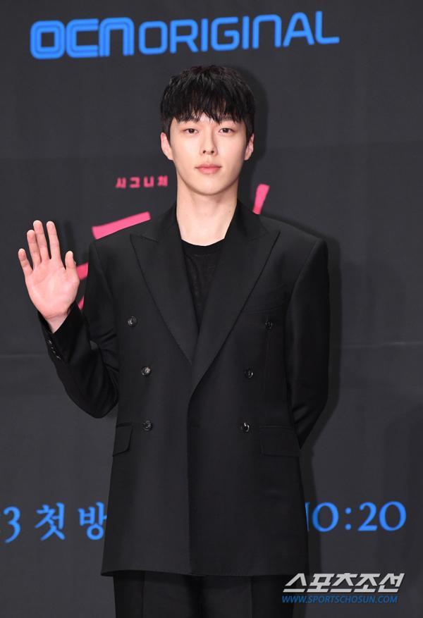 Họp báo Kill It, Doctor Prisoner: Jang Ki Yong  Nana và Nam Goong Min  Nara, cặp nào đẹp đôi hơn?