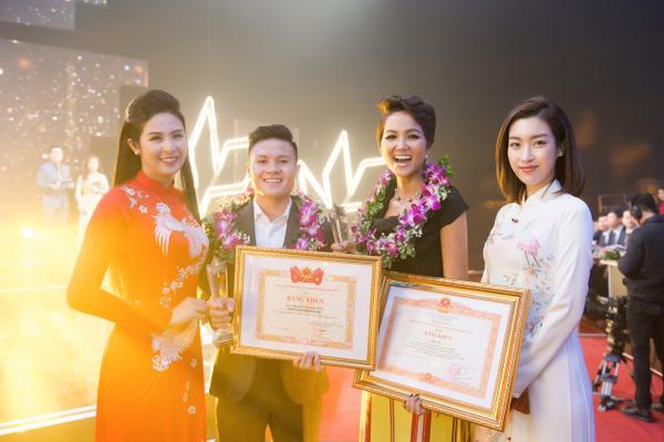 Trong sự kiện này, Hoa hậu Hoàn vũ Việt Nam 2017 H'Hen Niê đã trở thành một trong 10 cá nhân được trao bằng khen ở lĩnh vực văn hóa nghệ thuật.Ở lĩnh vực thể thao, cầu thủ Quang Hải có số phiếu bình chọn cao nhất.