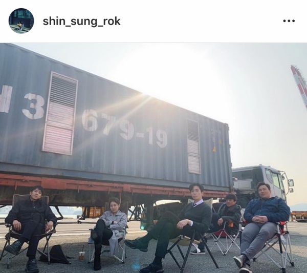 Shin Sung Rok posted a photo of Lee Seung Gi - Suzy on set
