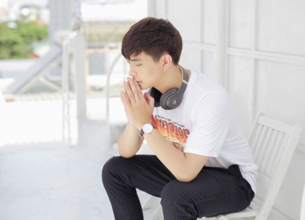 Debut không lâu, tân binh Danny Võ gây chú ý khi cover hit mới của Hương Giang