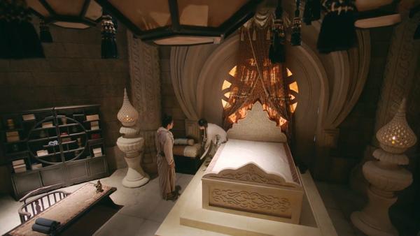Lỗi nhỏ của đoàn phim: Tại sao Thành Côn chui xuống bí đạo rồi mà chăn gối vẫn còn nguyên trên giường?