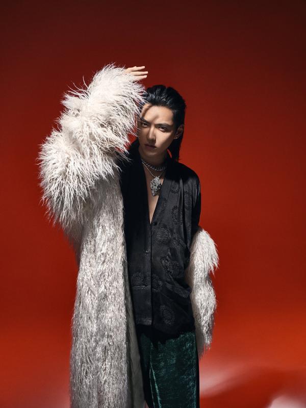 Hình ảnh mới của các nam thần C-biz: Bạn thích phong cách của ai?