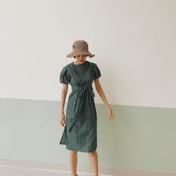 Ngoài những thiết kế đan cứng, lên phom, các kiểu mũ mềm mại cũng được nhiều sao Việt trưng dụng.