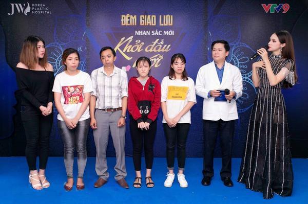 Hoa hậu Hương Giang từng là giám khảo đồng hành cùng các thí sinh trong mùa 1