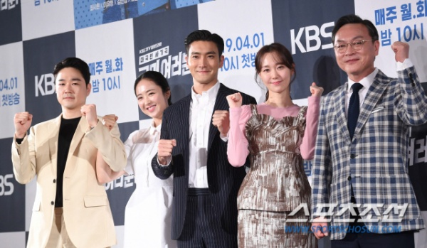 'My Fellow Citizens' press conference: Choi Siwon gripped Kim Min Jung's hand, sweetly with Lee Yoo Young