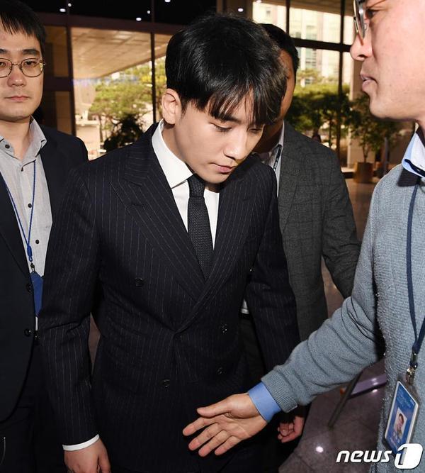 Cảnh sát cáo buộc: Seungri là người quản lý thật sự trong phòng chat đồi truỵ của Jung Joon Young