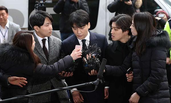"""Seung vẫn đang """"ngập ngụa"""" trong mớ scandal đáng sợ!"""