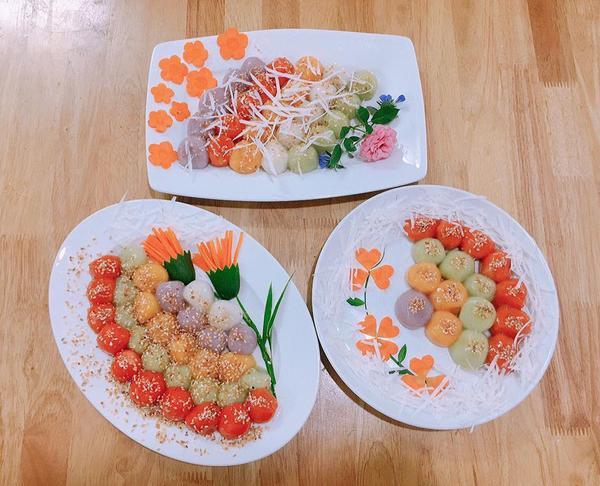 Những đĩa bánh được trang trí bằng rau củ rất cầu kỳ.
