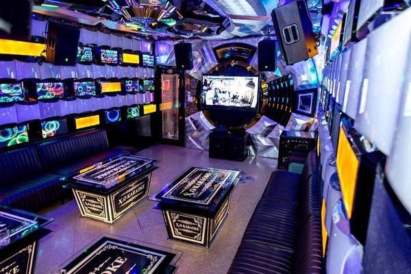 Không gian sang trọng tại chuỗi karaoke của Phúc XO. Ảnh: Tri Thức trẻ