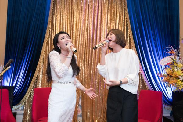 Tuy nhiên, càng hát, cả hai lại càng thăng hoa, hai màu giọng khác nhau hòa quyện vô cùng tuyệt vời.
