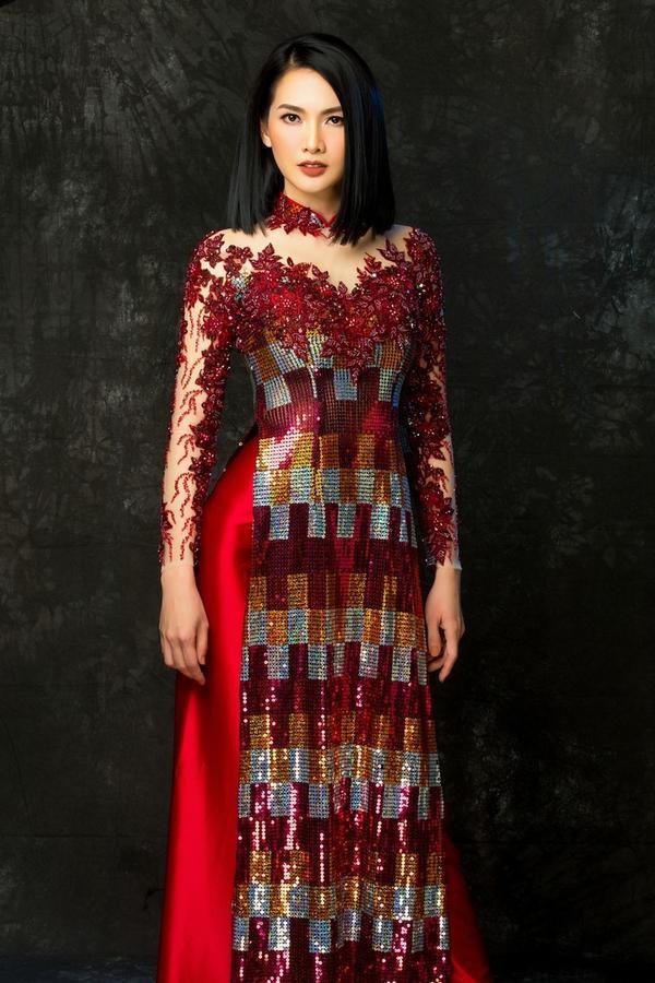 Hai mẫu trang phục được phối ren tỉ mỉ, mang đến sự tinh tế, sang trọng cho người mặc.