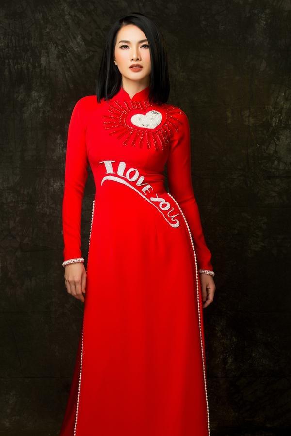 Áo dài sang trọng tôn dáng cho các cô các mẹ trung niên