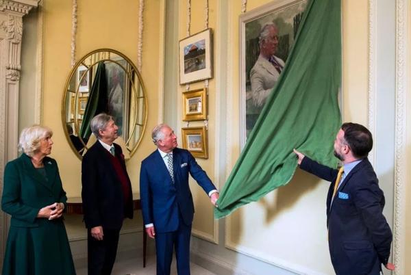 Thân vương Charles rạng ngời hạnh phúc bên người vợ thứ 2 nhân kỷ niệm 14 năm ngày cưới - Ảnh 3.