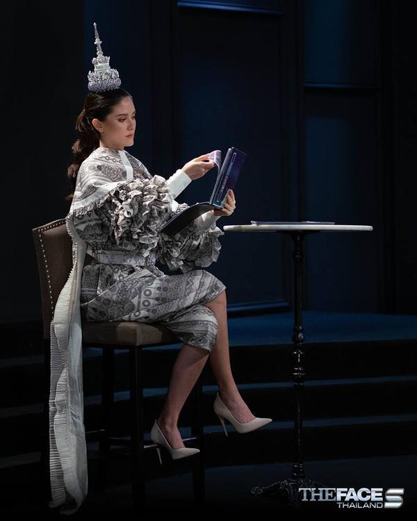 Trang phục và phụ kiện không thể ấn tượng hơncủa Maria trong phòng loại tập 7.