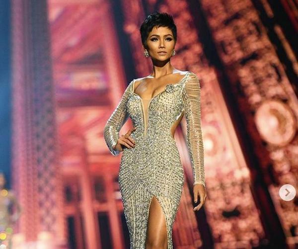 Rũ bỏ hình ảnh top 5 Miss Universe lạnh lùng, sang chảnh