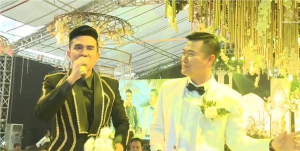 """Ca sĩ Đan Trường xuất hiện tại đám cưới """"khủng"""" ở Hưng Yên."""