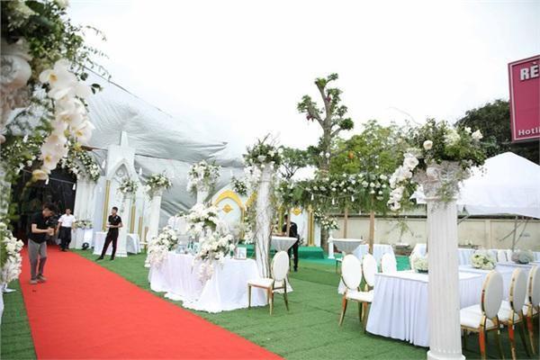 Được biết rạp cưới được dựng tại gia nhà cô dâu.