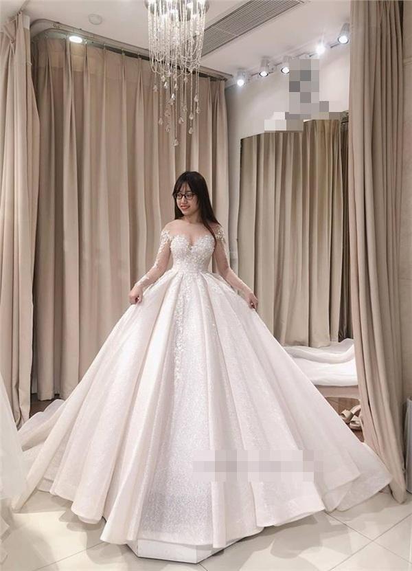 2 chiếc váy cưới đã được cô dâu mặc trong đám cưới.