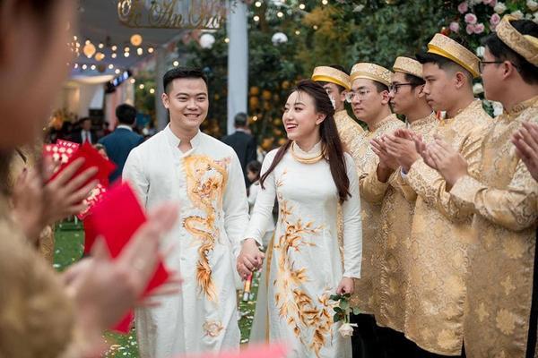 Cô dâu - chú rể rạng rỡ trong ngày cưới.