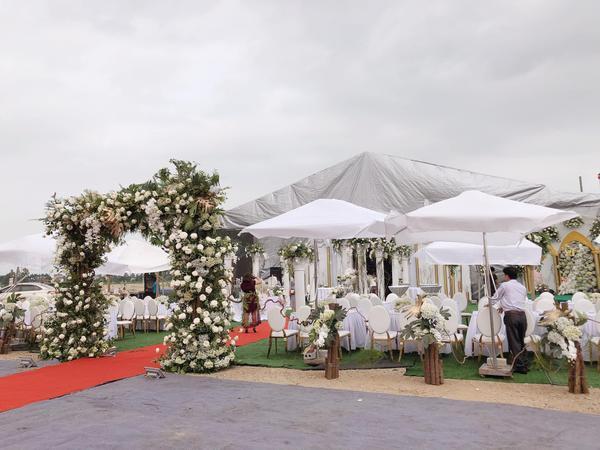 Không gian tiệc cưới 'khủng' tại Hưng Yên gây chú ý.