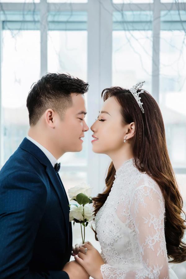 Chú rể Quang Trung và cô dâu Quỳnh Anh có 2 năm yêu nhau trước khi tiến đến hôn nhân.
