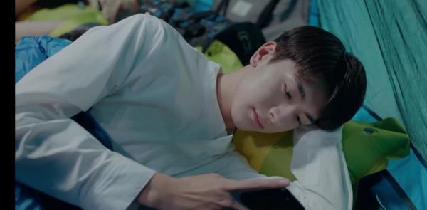 'Gửi thời thanh xuân ấm áp': Cố Vị Dịch là học bá nhưng vẫn cuồng tra Baidu