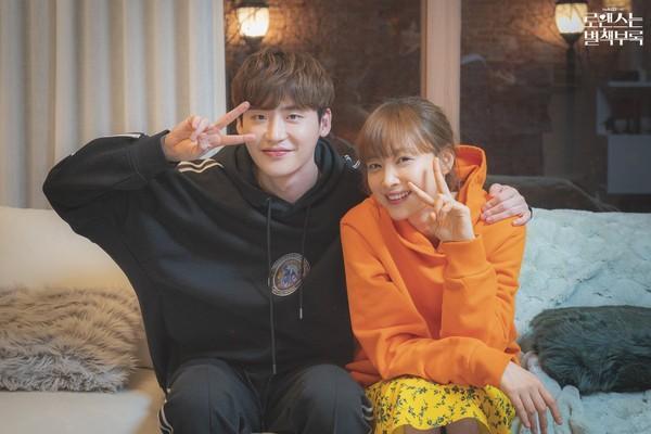 Hyun Bin Son Ye Jin xác nhận yêu nhau trong phim hài lãng mạn của biên kịch Vì sao đưa anh tới