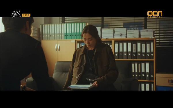 Hyun Jin cũng biết sự thật về bố mình.