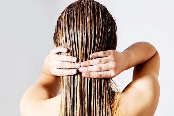 4 tips nhỏ nhưng cực kỳ hiệu quả giúp nàng tạm biệt mái tóc dính bết ngày hè ảnh 1