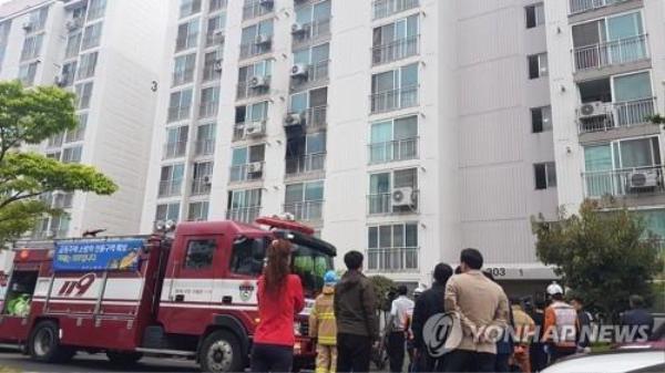 Tòa nhà nơi nghi phạm phóng hỏa và ra tay tấn công các cư dân.